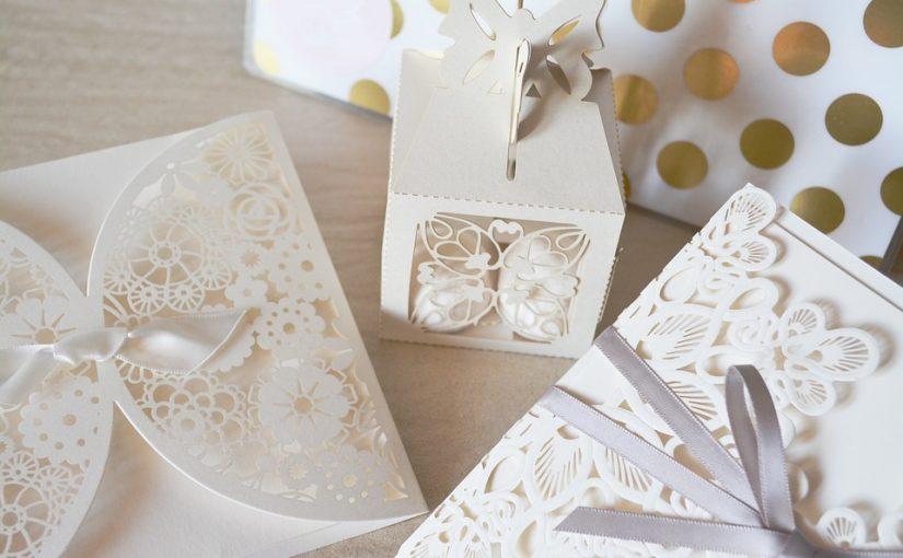 Caja decorada con cartulina y cartón